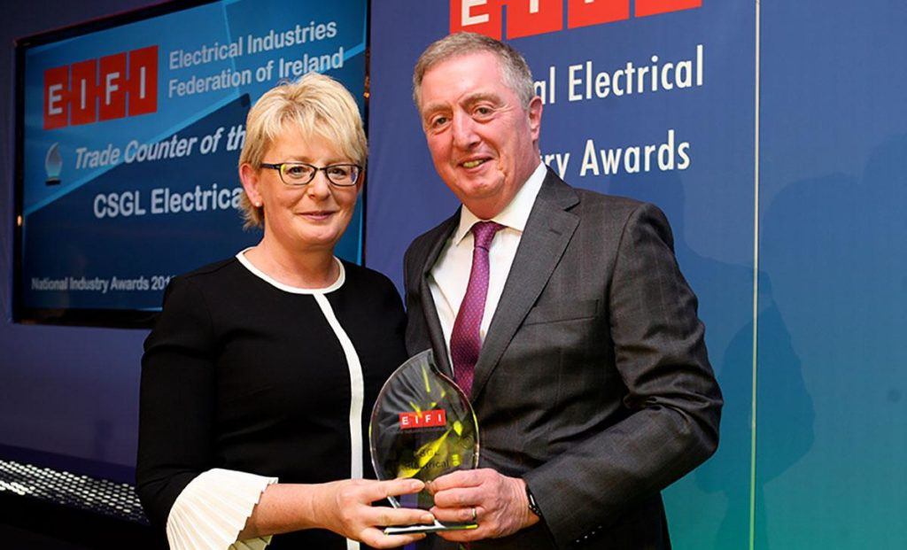 Caroline O'Connor from CSGL Electrical receives the Trade Counter of the Year award 2019 from Ciaran O'Reilly of ATC.